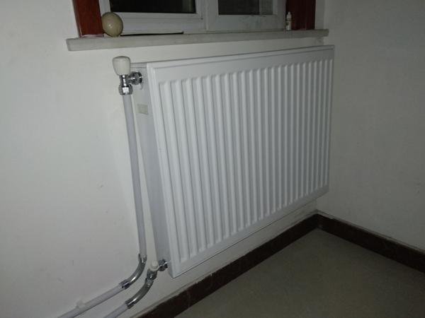 安装暖气片