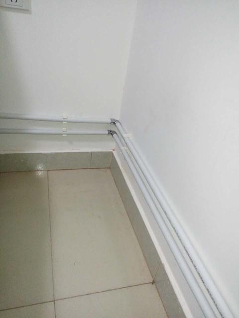明装暖气片管道走线